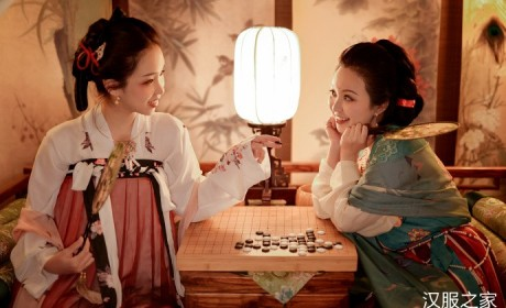 两汉服姐妹梳妆台嬉戏,坦领半臂襦裙和齐胸襦裙不同的美