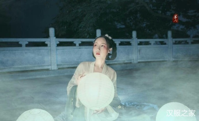 嫦娥偷月?仙气飘飘的汉服美女