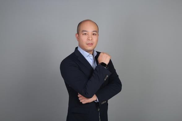 国家对外文化贸易基地(上海)运营机构总经理 任龙