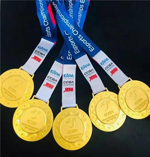 图6:CN CR带着五枚金牌满载而归.jpg